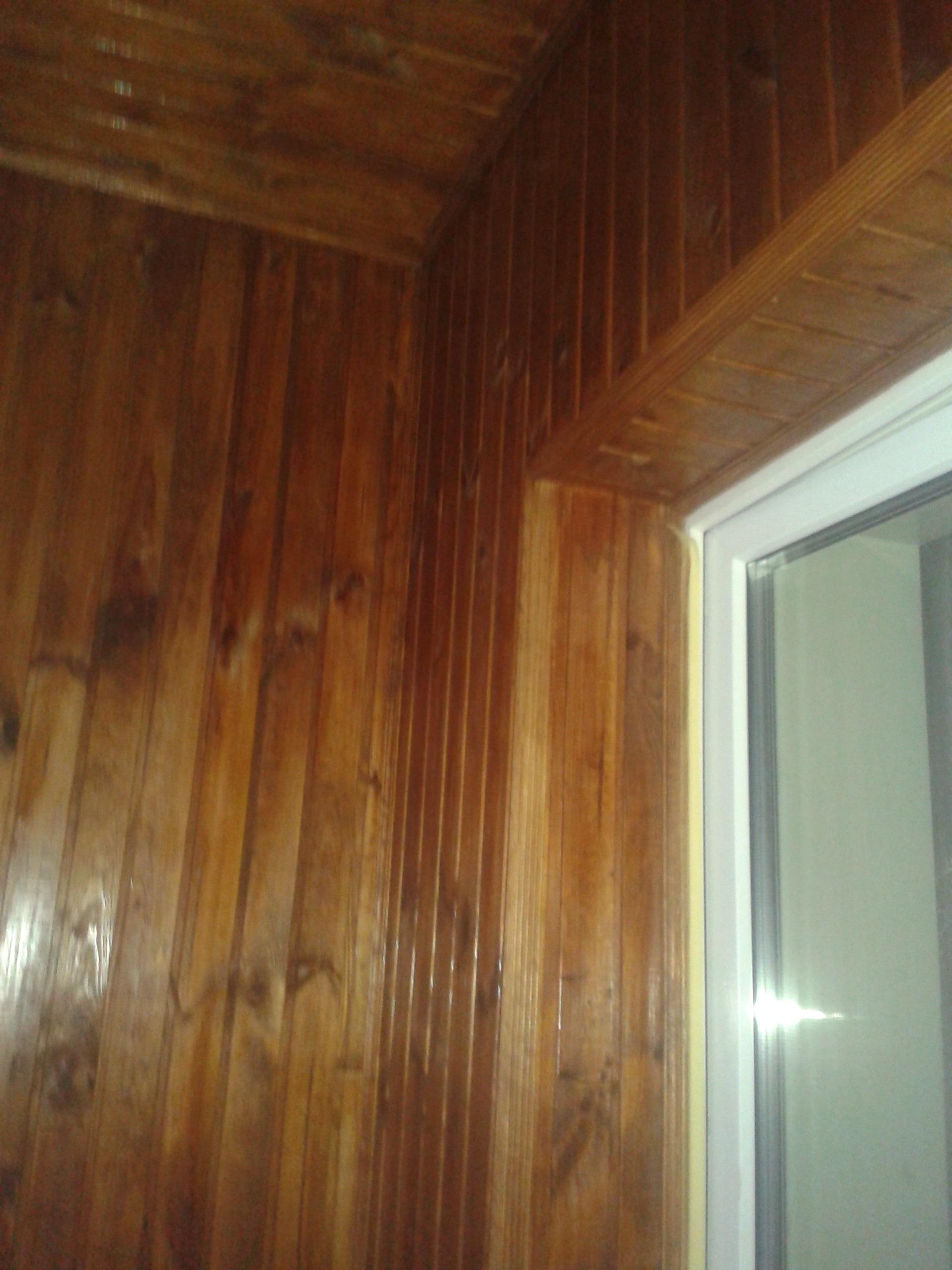 Балкон не дорого в Киеве обшит деревянной вагонкой